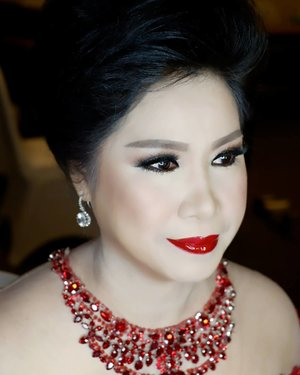Glalour Makeup for Mom of the bride, @tjio_dessy  Makeup by @shelleymuc @shelleyssebastian HairDo by @wendywidiarusso  #makeup #beauty #shelleymuc #surabaya #makeupartist #mua #shelleymakeupcreation #beforeafter #clozetteID #makeover #muasurabaya #muaindonesia #hairdo #soft #softmakeup #beautifulgirl #softsmokey #glammakeup #glamourmakeup #makeupartistsurabaya #surabayamakeupartist #correctivemakeup #mommakeup #makeupmama #makeupmamapengantin #momofthebride