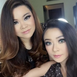 Makeup playdate with ce @rosaang_makeup and ce @d4dewi  Makeup on me by @d4dewi and @rosaang_makeup  Makeup on @rosaang_makeup by @shelleymuc and @d4dewi  #makeup #beauty #shelleymuc #surabaya #makeupartist #mua #shelleymakeupcreation #beforeafter #clozetteID #makeover #muasurabaya #muaindonesia #hairdo #soft #softmakeup #beautifulgirl #softsmokey #glammakeup #glamourmakeup #makeupartistsurabaya #surabayamakeupartist #correctivemakeup #barbiemakeup #dollymakeup