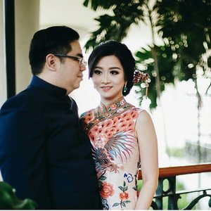 #latepost  Engagement of Agung and @nikepurnamasari  Makeup by @shelleyssebastian  HairDo by @nandazaenal  Qibao by @fififirianty  Accesories by @leciel.design  Captured by @0201photography  #makeup #beauty #shelleymuc #surabaya #makeupartist #mua #shelleymakeupcreation #shelleymakeupcreation #beforeafter #clozetteID #makeover #muasurabaya #muaindonesia #hairdo #soft #softmakeup #beautifulgirl #softsmokey #glammakeup #glamourmakeup #makeupartistsurabaya #surabayamakeupartist #correctivemakeup