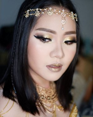 Cleopatra Themed Makeup for @vionapurwanto  Makeup by @shelleymuc HairDo by @wendywidiarusso  #makeup #beauty #shelleymuc #surabaya #makeupartist #mua #shelleymakeupcreation #beforeafter #clozetteID #makeover #muasurabaya #muaindonesia #hairdo #soft #softmakeup #beautifulgirl #softsmokey #glammakeup #glamourmakeup #makeupartistsurabaya #surabayamakeupartist #correctivemakeup