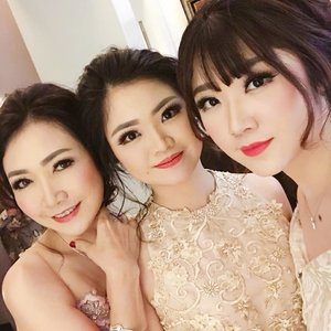 Beautiful Mom and daughters  Makeup by @shelleymuc @shelleyssebastian HairDo by @hendrik_thee  #makeup #beauty #shelleymuc #surabaya #makeupartist #mua #shelleymakeupcreation #beforeafter #clozetteID #makeover #muasurabaya #muaindonesia #hairdo #soft #softmakeup #beautifulgirl #softsmokey #glammakeup #glamourmakeup #makeupartistsurabaya #surabayamakeupartist #correctivemakeup #beautifulgirl