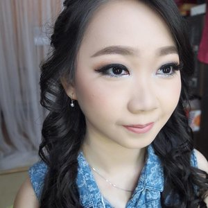 Soft Makeup by @shelleymuc  HairDo by @suci_hairdo_085730029312  #makeup #beauty #shelleymuc #surabaya #makeupartist #mua #shelleymakeupcreation #beforeafter #clozetteID #makeover #muasurabaya #muaindonesia #hairdo #soft #softmakeup #beautifulgirl #softsmokey #glammakeup #glamourmakeup #makeupartistsurabaya #surabayamakeupartist #correctivemakeup