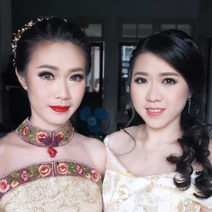 Beautiful Sisters  @evelyn_larisa @cindy_larisa  Makeup by @shelleymuc  HairDo by @nandazaenal  Hair accessories by @vicoshel_shop  #makeup #beauty #shelleymuc #surabaya #makeupartist #mua #shelleymakeupcreation #beforeafter #clozetteID #makeover #muasurabaya #muaindonesia #hairdo #soft #softmakeup #beautifulgirl #softsmokey #glammakeup #glamourmakeup #makeupartistsurabaya #surabayamakeupartist #correctivemakeup #engagement #engagementmakeup