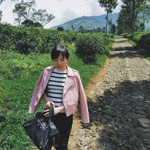 Beautiful landscape • • • • • • • • • • #ootd #clozetteid #picsart #ootdshare #aboutalook #ootdindo #lookbook #instastyle #stylista #outfitshare #outfitinspo #outfitoftheday #whatiwore #whatiweartoday #fashioncoordinate #vsco #mommyandme #momstyle #mommyblogger #momfashion #fashionkids_and_moms #todayimwearing #fashionpost #styleoftheday #ilovefashion #hypebeast #ファッション #스타일 #コーデ #littlestoriesofmylife