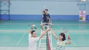 Latihan bulu tangkis bareng @adham dan @aryanatar di @klubkelapagadingSalah satu fasilitas sport club di @klubkelapagading ada lapangan badminton yg besar dan instagramable ~ #bloggersdaykkg #blogger #lifestyleblogger #badminton #badmintontime #badmintonplayer #ootd #clozetteID