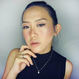 Today's makeup trial : If i had freckles 😀 Muka agak kebakar dikit gitu ceritanya, lalu mencoba untuk membuat alis natural yang agak tebel.. secara kan alis gw antara ada dan tiada... . . . . . . . .  #fotd#makeup#potd#eotd #wakeupandmakeup #beautyvlogger #beautyblogger #beautybloggerindonesia #smokylook#undiscovered_muas #selfie #indobeautygram#motd#motdindo #clozetter #beautygram#clozette #maryammaquillage #makeuplover #beautyjunkie #clozetteid #vegas_nay #bblog #fdbeauty #beautybloggerid #dressyourface #like4like #like #sephoraidnbeautyinfluencer #youtuber