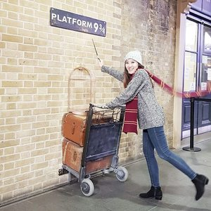 Well yeah i'm Gryffindor,gonna catch Hogwarts Express,  off to HogwartsHola haaan @hanny.only  wkkwkkwk nemu niiih 😂 .......#ootd #autumnlook #falloutlook #fashion #fashiondiaries #fashionblog #outlookoftheday #outlook #fashionoftheday #muktilimtravelling #jalanjalan #travelling #travelblog #travelblogger #bloggerperempuan #beautyblogger #clozetteid #clozetter #clozette  #femaledaily #outfitoftheday #fallfashion  #like #likeforlike #like4like #potd #instadaily #harrypotter