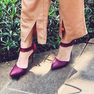 Loving this shoes from @berrybenkalabel .. its Luce Heels in the color Maroon .. Make ur leg more 'jenjang' like a model.. . . . . . . Dont forget to use my code hisafuxbb15 if u want to buy this pretty shoes or something else from @berrybenka .. and you will get 15% off with no min purchase.. YAS .. . . #bproject2017 #berrybenkalook #bprojectxbblabel #beautynesiamember #clozetteid #beautyblogger #fblogger #blogger #beauty #l4l #bblogger #styleblogger #ulzzang #fashionpeople #vscocam #beautyinfluencer #beautyenthusiast #youtuberindonesian #indonesianfemaleblogger #beautychannelid #ootd #makeupjunkie #블로거 #스트릿스타일 #샐가 #샐피 #패션모델 #뷰티 #bloggerceriaid #bbcelebstyle