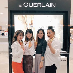 With girls.. 💖💖 . . . . . . . . . #guerlain #guerlainindonesia #guerlainid #guerlainbeautysecret @guerlain.id #BeBeautyMood #IndoBeautyGram #Clozetteid #IndoBeautyVlogger #TampilCantik #IVGBeauty #MOTD  #WakeUpandMakeUp #makeuppalette #ragamkecantikan #MakeUpLook #CharisCeleb  @indovidgram @powerofmakeup @urpu @bombtutorial @indobeautygram @tampilcantik @charis_official @bvlogger.id @makeup_up @guerlain @ragam_kecantikan @powderroom.co.kr @hicharis_official @getthelookid