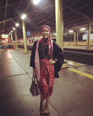 Even railway station could be the runway . . Combining Balinese scarf + sarong skirt with kimono outer for a wedding party is a good idea. And hey the handbag is from Aceh given by @satyawinnie the travel junkie who loves Indonesian cultures so much. Those red balls on my neck, from India brought by @banun.diyah  the upcoming mom. Comfy flowery wedges by @iwearup that perfectly wrapped my skinny tiny leg/feet hoho 💓 . . #bahagiaitugratis #instagood #instahappy #instafashion #fashionblogger #fashionstory #streetstyle #iwearup #clozetteid #hotd #ootd #lifestyle #commuterlyfe #latepost