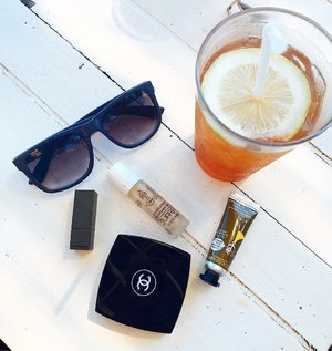 Musim hujan rasa summer ☀️ Ice lemon tea, sunnies, and lipstick to the rescue!  Btw di Bandung panas gini.. Jakarta ujan mulu soalnya.. 🕶🌂 . . . . . . . . . #makeupoftheday #flatlaynation #bblogger #fdbeauty #beautyblogger #makeupgram #faceoftheday #makeuptalk #makeupmess #clozette #indobeautygram #clozetteid