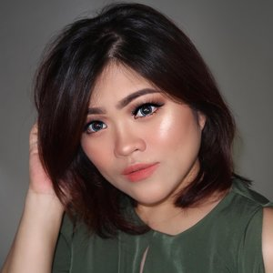 Soft glam using affordable products - tutorial on my previous post 😊..PRODUCT USED@purbasarimakeupid Daily Series Foundation *natural Oil Control Matte Powder *Honey Beige Daily Series Eyeliner Pen Hi-Matte Lip Cream *01 Vinca Metallic Color Matte *Sunstone@nyxcosmetics_indonesia Lid Lingerie #nyxcosmetics #nyxcosmeticsid @maybelline Master Chrome #mnyitlook #maybelline #maybellineindonesia ..Lens @x2softlens *Blue Lashes @artisanpro 5212