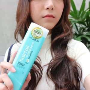 Baca mini review shampoo @wardahbeauty di post sebelumnya.  #ClozetteID  #indonesiablogger #indonesiabeautyblogger #bloggerBDG  #bloggerbandung #bloggerindonesia #beautyblog #beautyblogger #beautybloggers #beautybloggerbandung #beautybloggerindonesia #indobeautygram #BloggerPerempuan #impiccha #piccha #review #tribepost  #rambutfitluardalam #wardahxclozetteid #wardahshampooreview
