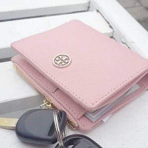 PINK 💟💟 #toryburch #wallet #toryburchwallet #potd #picoftheday #pink #pinklover #pastel #pinkpastel #pastelcolor #Clozettedaily #clozetteid #lovepink #tagsforlikes #weheartit