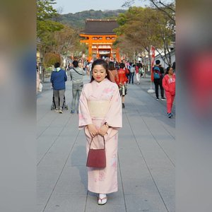 Greetings from Kyoto. #motd #ootd #lotd #kimono #Japan #love #Clozetteid #travel #kyoto #spring2018 #KyotoSpring #SAKURA