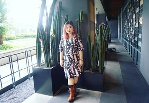 The famous cactus in the restaurant 😅😅 since everyone is taking picture with it.  #ootd #motd #lotd #style #fashion #bbloger #beautybloggerindonesia #beautyblogger #clozetteid