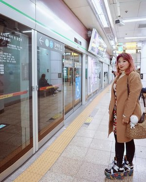 Seoul have one of the best transportation system in the world.  All the details are written clearly, the signs are available almost everywhere, and even color coded system, still, I think Tokyo provide the  best information beyond any language barrier.  #Seoul #seoulmetro #subway #holiday #travel #love #motd #lotd #ootd #clozetteid