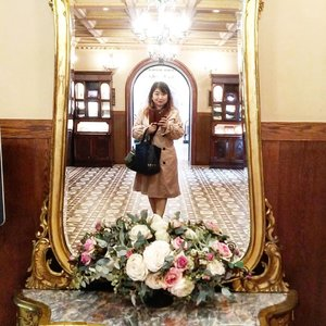 The mirror is super pretty 😍#shiroikoibito #ootd #japan #styleoftheday #Clozetteid #beauty #lotd #sapporo #mirrorselfie #love #travel