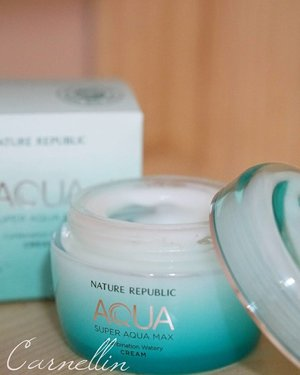 A moisturizer that smells like fragrance and burst with hydration in a jar  Read the full review here:  http://whileyouonearth.blogspot.co.id/2017/10/nature-republic-super-aqua-max.html?m=1  #naturerepublic #skincare #moisturizer #aqua #hydration #love #review #blog  #motd #ootd #beautybloggerindonesia #beautyblogger #bblogger #lotd #makeup #cosmetic #clozetteid #lookbook
