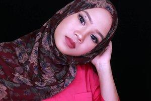Review #makeupforever #waterblend foundation video up in my youtube channel🙆 Sekaligus first impression silisponge/siliblend. Aku kasih bocoran dikit ya I'm not into a silisponge, soalnya biasanya kalau aku ga sreg sama produk yg hype banget videonya bakal dapet banyak 👎😅 . . . . . . . . . . . . #fotd #motd #ivgbeauty #indobeautygram #clozetteid #ofisuredii #makeupofteday #beautyblogger #indonesianbeautyblogger