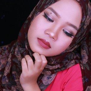 Sorry for close up #fotd #eyes @loraccosmetics behind the scene eye primer @urbandecaycosmetics naked smoky palette @wardahbeauty eye expert eyeliner, I ❤ this eyeliner @maybelline volume express mascara #brow @anastasiabeverlyhills dipbrow pomade dark brown . . . . . . . . . #motd #makeupoftheday #MUApontianak #MUAsintang #beautybloggerid #beautyblogger #hijabblogger #ibblogger #indonesianbeautyblogger #makeup #clozetteid #sociollablogger