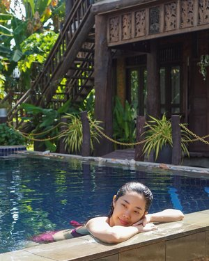 Morning dip in the pool 💦 Spot: @javawoodenvilla  ___ #beautyappetitetravels #siemreap #clozetteid