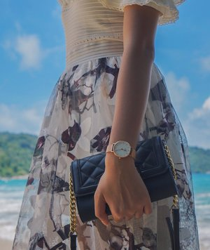 "Strolling around the beach wearing @danielwellington watch! You can still get 15% off by using my discount code ""SIJESSIE"" when shopping at www.danielwellington.com ___ #danielwellington #dwwatch #beautyappetitetravels #phuket #clozetteid"