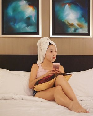 Face mask is one way to de-stress after a long day.Enjoying some quality me time at @tlhpenangmalaysia ___#beautyappetitetravels #thelighthotelpenang #clozetteid