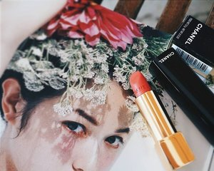 La Favorite. A Merry colour for a Merry Christmas. #lipstick #lipstickaddict #chanel #chanelbeauty #highendmakeup #merrychristmas #Christmas #mood #flowers #flower #pink #coral #lips #fdbeauty #femaledailynetwork #femaledaily #clozetteid #clozetteco #clozette #vscobeauty #vsco #beautyaddict #beauty #makeupaddict #makeupjunkie #beautyjunkie #makeup #makeups #mua