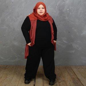 Banyak yang tanya cari celana kerja di manaa... nih coba kepoin @gypsyistaaa ada celana bahan yang besaaarr bgt plus nyaman dipakenya. Ini ukurannya gede plus panjang bgt! Jadi kalo aku pake masih kepanjangan, tapi gak masyalah ahahahaha. Makasiih yaaa @gypsyistaaa 💋💋💋.•••••#effyourbodystandards#casual#ootd #bigandblunt#bigsizeootd #celebratemysize#curvyasian #plussizeasian#curves#whatiwear #wiw#clozetteid#인스타패션#인스타뷰티#플러스사이즈 #오늘의의상 #womancrush #bodypositive #stopbodyshaming #confident #beautyhasnosize #instadaily #hijabootd #kemalasariendorsement