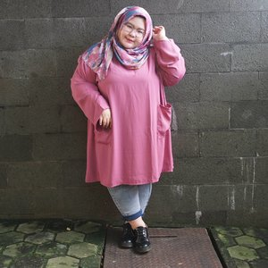 In the mood for pink with blue undertone 🐙🐳💐🌸. Matched my hijab as well! Tunic by @kawtharhijab thank you:) • • • • #effyourbodystandards #casual #ootd #bigandblunt #bigsizeootd #celebratemysize #curvyasian #plussizeasian #curves #whatiwear #wiw #clozetteid #인스타패션#인스타뷰티 #플러스사이즈 #오늘의의상 #bodypositive #stopbodyshaming #confident #beautyhasnosize #instadaily #hijabootd #kemalasariendorsement