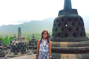 Was posting Borobudur last week and then found another old photo of me at Borobudur. Hey! Kangen jalan-jalan! 😅😅 . . . . . . #borobudur #temple #magelang #heritage #buddisttemple #travel #travelgram #instatravel #vsco #vscocam #blogger #travelblogger #instadaily #instagood #instamood #instamoment #clozetteid #like4like