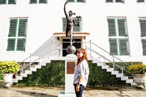 What to do in Jakarta Old Town (2). . Visiting Jakarta History Museum and taking picture with this Statue of Hermes. Hermes itself is the God of Guardian in Greek's myth. This statue was a gift from a Netherland businessman to Batavia Government that time and originally placed on Harmoni bridge. In 1999, Jakarta government move this statue to Jakarta History Museum and replace the one on the bridge with the replica. . Have you notice this statue before on Harmoni bridge? Because I don't. I even didn't realize there's a Hermes statue on that bridge. 😅 . . . . . #hermes #statue #greekmythology #museum #jakartaoldtown #jakarta #travel #city #getaway #travelblogger #instatravel #history #clozetteid