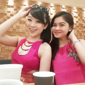 HELLOW and Good morning from us.. have a greqt FRIDAY And smile because its T.G.I.F :) #pink #fuschia #wefie #selfie #soupstock #soupstockstore #soupstockosaka #soupstocktokyo #soup #osaka #osakajdm #osakajapan #panasonicbeauty #panasonic #zoominbeauty #zoominbeauty3 #japanesefood #japantrip #japan #japanese #japanesegirl #clozetteambassador #clozetteid #femaledaily #fdbeauty