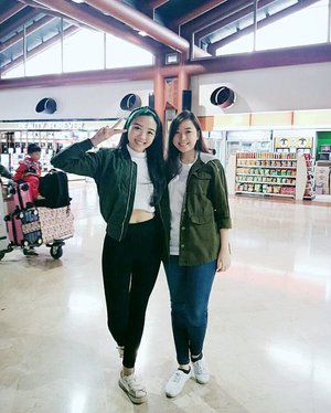 HOLIDAYYY ❤❤❤ doing army jacket/bomber with my sister @cynthiaboing  #holiday #sisters #asiangirl #army #armyjacket #bomber #bomberjacket #styles #styleoftheday #styleblogger #stylish #stylenanda #fashionstyle #fashionblogger #fashionista #fashion #ootdindo #ootdmagazine #ootdmagazineindo #clozetteid #lookbookindonesia