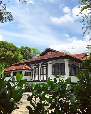I love the mix touch of modern and classic building in Singapore.. #singapore #cityview #house #architecture #instagram #instadaily #instagood #instamood #instadaily #instalike #clozetteid #clozetteambassador
