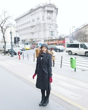 Winter outfit in Europe #Budapest #OOTD #WinterCoat