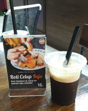 Hasil jajahan ke BSD! They have quite good ice coffee. Am may not a bread person but their nougat bread is yumm! . Open everyday from 8AM-3PM .. ... #rotitiam #icecoffee #bread #coffee #instadrink #rekomendaSiHemat #ClozetteID