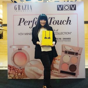 Earlier today at the Launch of @vovmakeupid Mineral Illuminated Collection As all of you know I'm an avid fans of VOV products and so excited to become one of the witness of the launched Will play with it sooonnn 😘😘😘 . . . . #vovmakeupid #vovmineralilluminated  #vovmineralcollection #graziaxvov #launching #kbeauty #lynebeauty #lynekbeauty #wonderfullyn #clozetteid #clozetteambassador