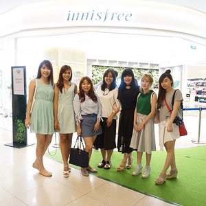 Thank you for having us @innisfreeindonesia  It's such a great day and the unforgettable moment as a huge fans of Innisfree products  It's my plessure to get the opportunity to be invited to the Pre-Grand Opening Central Park Store as @innisfreeindonesia first store in Indonesia *happy to meet along with my fellow beauty bloggers since a long time ago too 😚* . . . . #innisfree #innisfreeindonesia #innisfreeid #mauinni #innistagram #beautybloggerindonesia #bblogger #beautyinfluencer #beautycreator #clozetteid #clozetteambassador #fdbeauty #lynebeauty #lynekbeauty #wonderfullyn #뷰티 #뷰티크리에이터 #뷰티블로거 #핑크립스틱 #매트 #셀카 #립스틱  #메이크업아티스트 #스트릿스타일 #패션블로거