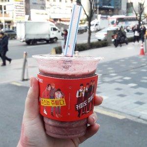 It's been a week for Cherry Juice from @juicyjuice_official as my morning juice *like almost everyday I drank it*  Missed it so muchhh 😢😢😢 . . . . #lynegoestokorea #wonderfullyngetaway #lyne #wonderfullyn #clozetteid #clozetteambassador #cherry #juice #healthy #gangnam #seoul #blockb #beautybloggerid  #lynebeauty #travel #wonderfullyn #bblogger #뷰티 #뷰티크리에이터 #뷰티블로거 #핑크립스틱 #매트 #셀카 #립스틱  #메이크업아티스트 #스트릿스타일 #패션블로거