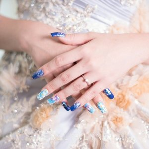 One of my work during holiday 💅 Blue flowery nails for prewedding photoshoot Nail artist : me 👧 MUA : @theresiafeegymua  Dress : @erinlabaron  Photographer : @nixontewira . . . . #madebylyne #lynenails #nailart #wonderfullyn #nailartist #lynebeauty #clozetteid #photoshoot #weddingnails #blue #matte #essie #opi #chanelnails #mattenails #bloggerceriaid