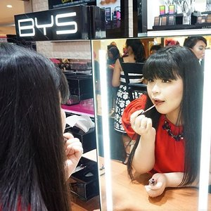 Now at the grand opening of @byscosmetics_id at Plaza Senayan!Trying BYS Velvet Lips Liquid Lipstick...#byscosmetics #bys #beyourself #cleoxbys #grandopening #PlazaSenayan #wonderfullyn #lynebeauty #clozetteid #new
