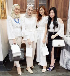 White on white with these babes at #FDXLaneige event.. Have a great weekend ladies 😘 #miradamayanti #friendship #white #beautyblogger #laneigeid #TheNewEraOfCushion #SparklingBeauty #blogger #ClozetteID