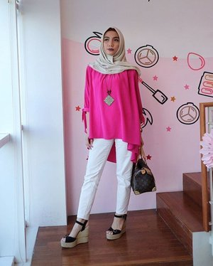 Casually Pink 💋 #miradamayanti #hijabootd #hijaboutfit #beautyblogger #girl #love #pink #valentine #fashionblogger #blogger #f4f #tflers #c4c #hijabfashion #vscocam #me #sweet #vsco #cute #clozetteid #clozetter #beautynesiamember