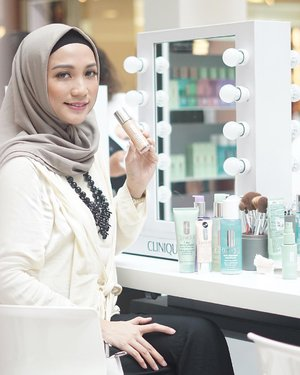 Have you try this latest foundation from @cliniqueindonesia ? Well i finished my 5 days sample already, and i definitely love it ! The coverage is light to medium but you can build to full coverage by adding a little more.. Now it's your turn to try this Beyond Perfecting Foundation gurls.. Just simply go to nearest @cliniqueindonesia counters and you can bring this 5 days sample's home 😍 📷 @yennitanoyo #miradamayanti #CliniqueID #CliniqueComplexion #BeyondPerfecting #ClozetteID #Clinique #beautyblogger #makeup #makeupjunkie
