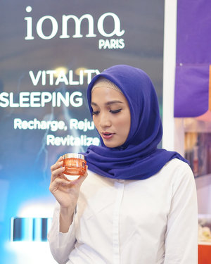 Earlier yesterday at the launch of Vitality Mask by @iomaindonesia with @jean_michel_karam Founder and CEO Ioma Paris . I also had a chance to see the demo of their latest Ioma in Lab machine which made an effective personalized skincare based on your skin needs. Wow what an amazing technology.. It surely made Ioma Paris as no 1 personalized skincare 😍 #miradamayanti #BloggerMafiaXIoma #BloggerMafia #IomaParis #ClozetteID #IomaIndonesia #skincare #blogger #beautyblogger #Recharge #Rejuvenate #Revitalize