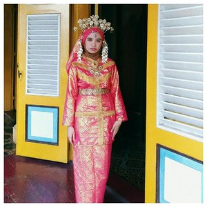 I've got a chance to try melayu deli traditional clothes when I'm in maimoon last month. I'm not a fan of pink actually, but this is different. I think the colors successfully show my soft side. I feel like a princess (lol). It made me think. Our country has a wide range of cultures. Maybe next time, when I get a chance to travelling around, should I visit historical places? Try a variety of cultures including traditional clothes? Or anything else? Have you any idea?  Ah, I'm in love with Indonesia over and over again. . . . #Clozetteid #proudtobeindonesian #abmlifeisbeautiful #lifeisgood #positivevibes #acolorstory #starclozetter #whatwelike #chictopia  #indonesiaparadise #fashionblogger #fwisfeed #abmlifeiscolorful #hijabstyle #travelblogger #travelindonesia