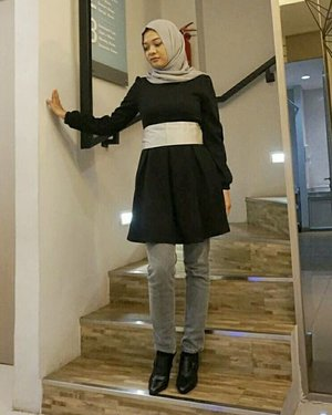 Simple Elegant with Monochrome . 📷 : @vannysariz . #monochrome #grey #black #simple #elegant #outfit #fashion #fashionid #fashionindo #hijabootd #hijabootdindo #ootd #ootdindonesia #ootdindo #blogger #beautyblogger #bblogger #influencer #clozette #clozetters #clozetteID