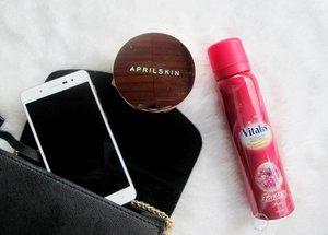 Hari ini cukup cerah.. Jangan lupa semprotkan Vitalis Fragrance Body Spray Glamorous untuk tampil fresh, percaya diri dan glamor yah!😊😊 Full review : http://www.mybeautypinastika.com/2017/01/vitalis-fragranced-body-spray-glamorous.htmlKamu juga bisa berkesempatan memenangkan perhiasan Swarovski lho, cukup posting#OOTD #GlamorousQueenyang mencerminkan Glamorous dan Admiration diri kamu di www.pesonavitalis.com/glamorousqueen ♥#clozetteid#clozettedaily#pesonavitalis#fotd#selca#selfie#bblogger#beautyblogger#beauty#blogger#indonesianbeautyblogger